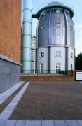 Modern Bonnefantenmuseum along the Maas